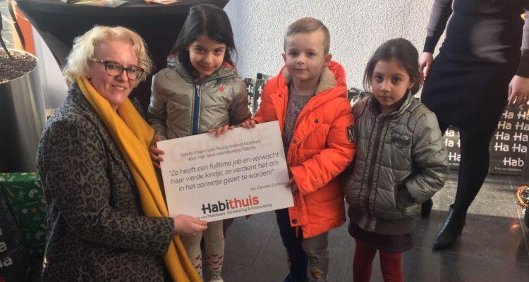 Danielle Zuidema Verraste Haar Vriendin Fatima Met Een Jaar Lang Gratis Bloemen.